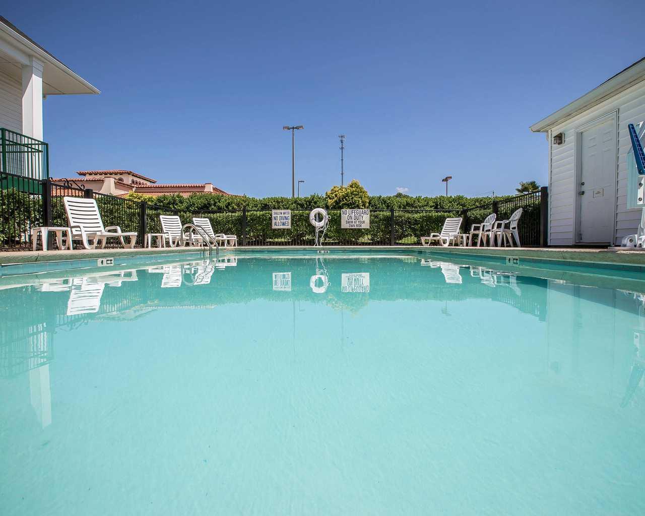 Quality Inn Seneca - Pool-2