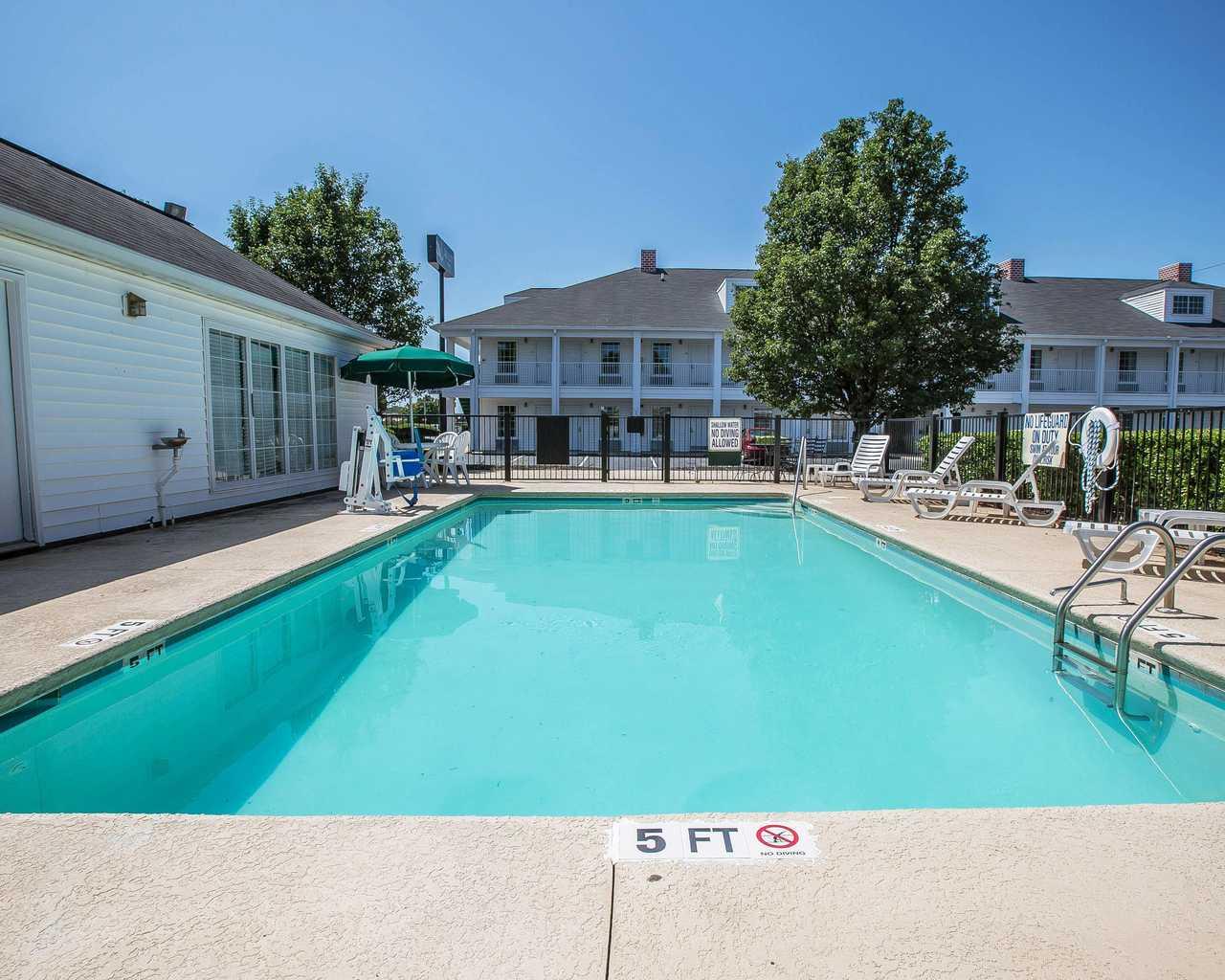 Quality Inn Seneca - Pool-1