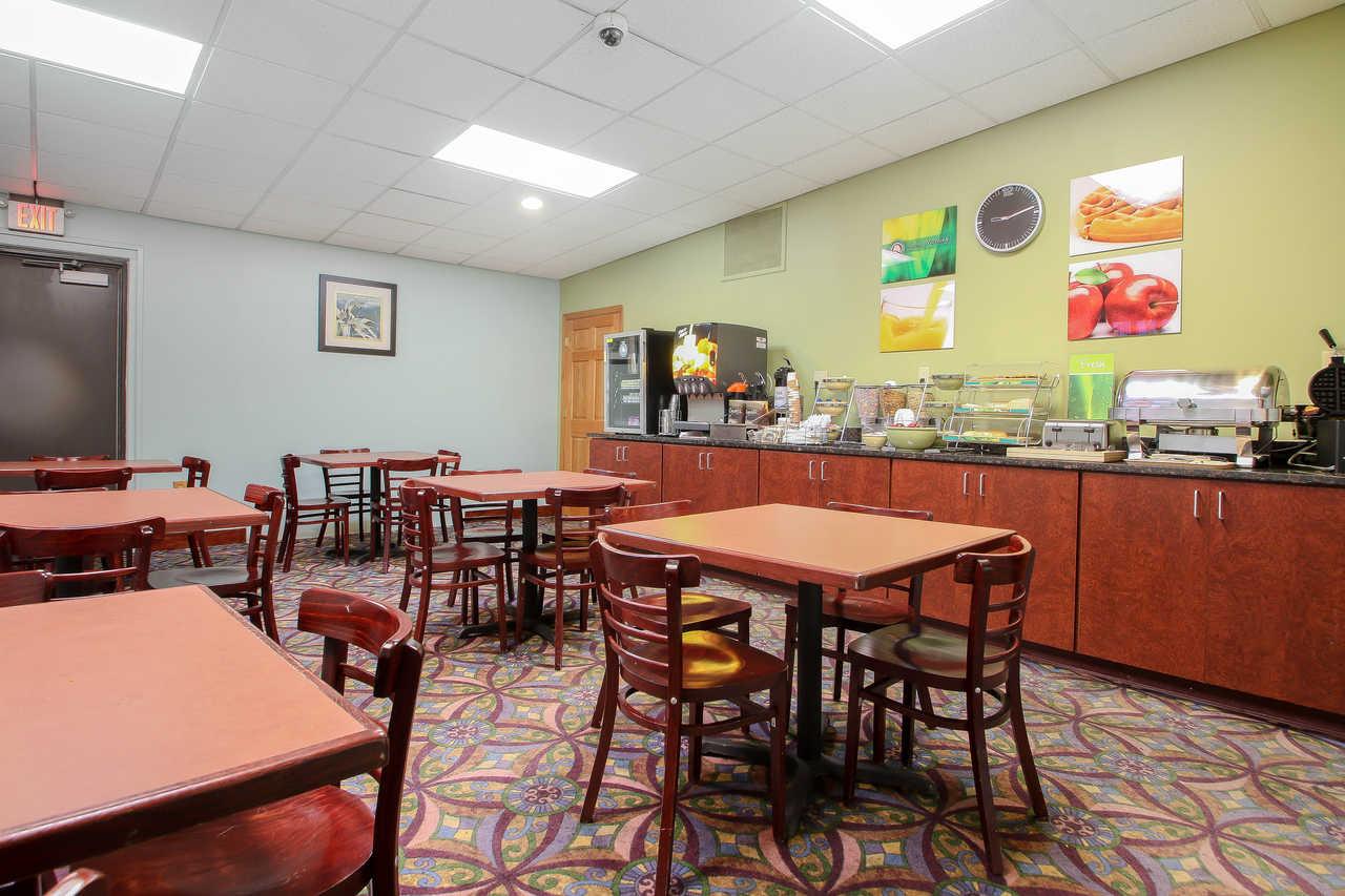 Quality Inn & Suites Beaver Dam - Breakfast Area