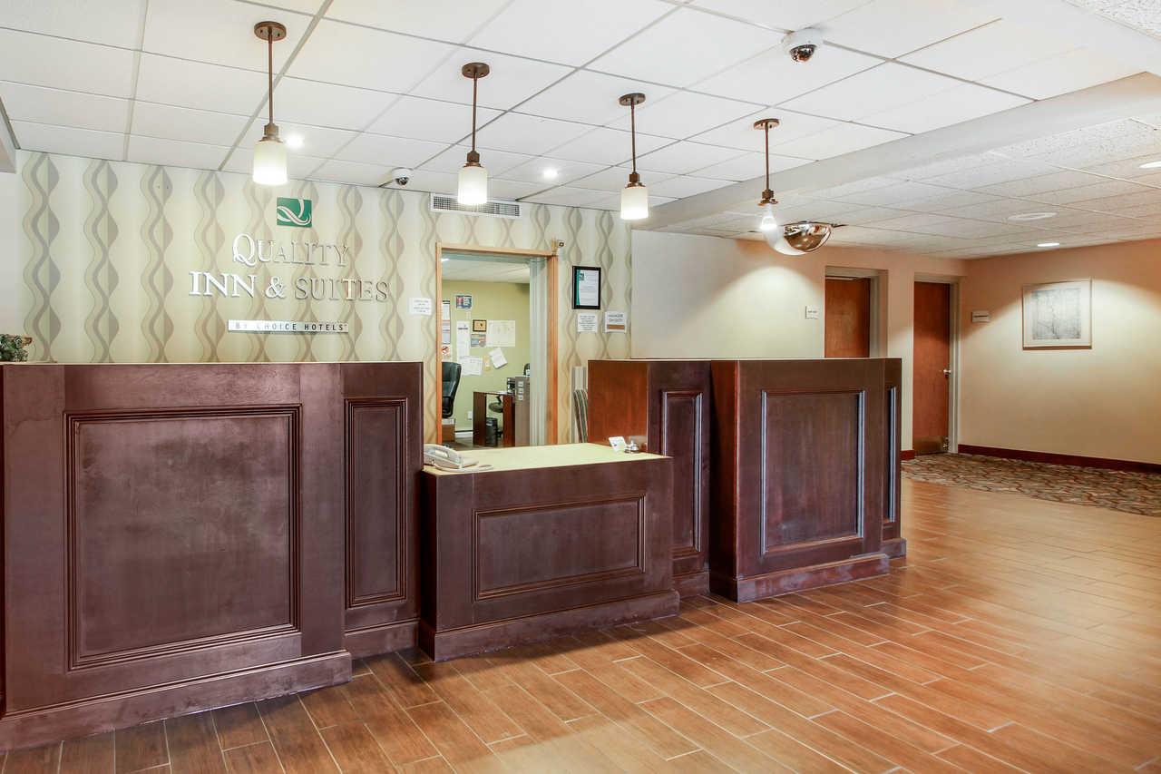 Quality Inn & Suites Beaver Dam - Front Desk-1