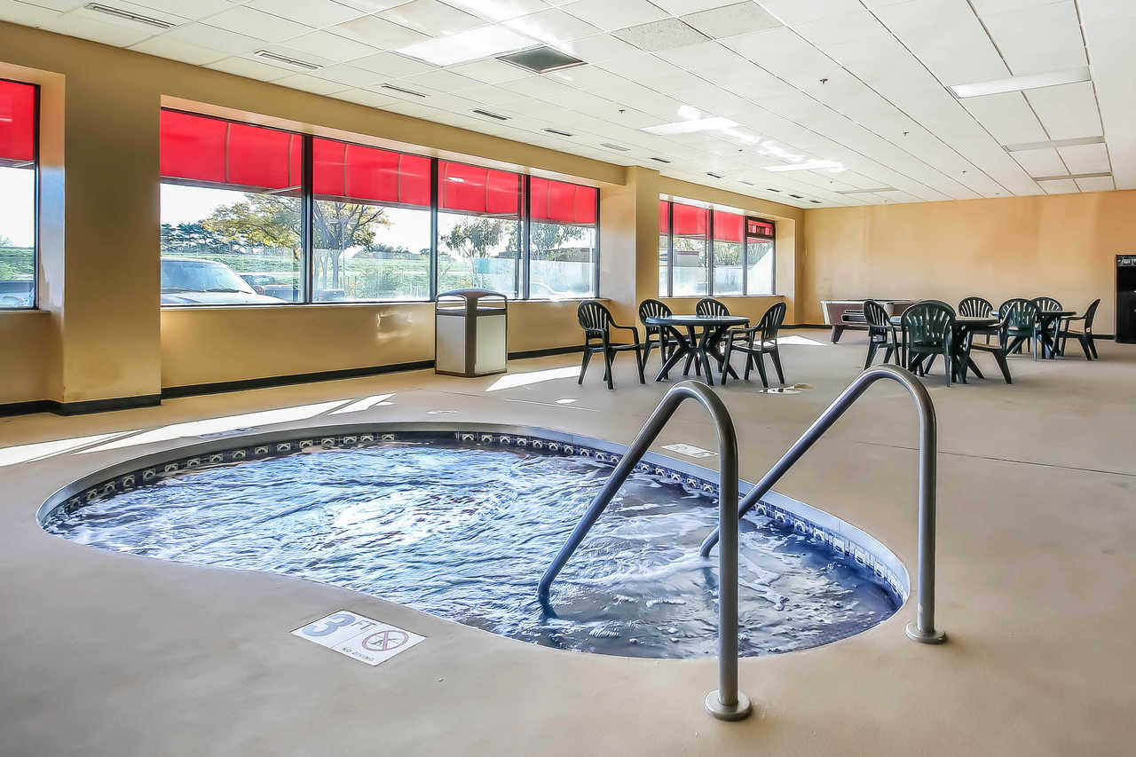 Quality Inn & Suites Beaver Dam - Hot Tub