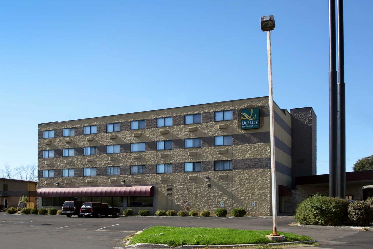 Quality Inn & Suites Beaver Dam - Hotel Exterior-2
