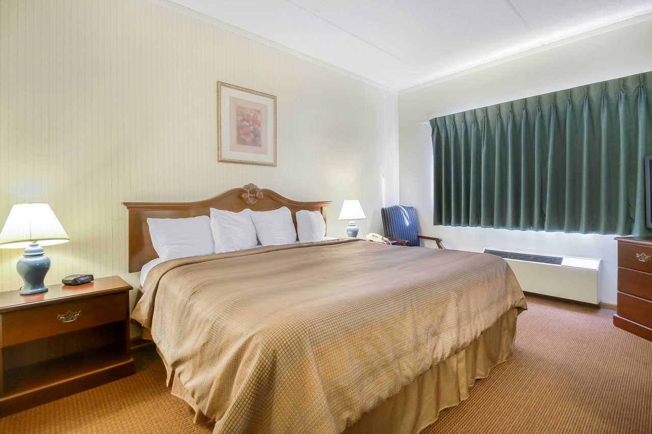 Quality Inn & Suites Beaver Dam - King No Smoking-2
