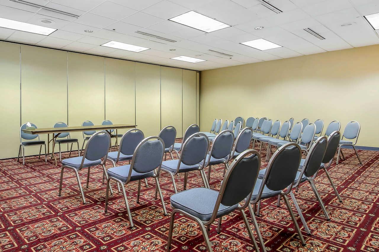 Quality Inn & Suites Beaver Dam - Meeting Area
