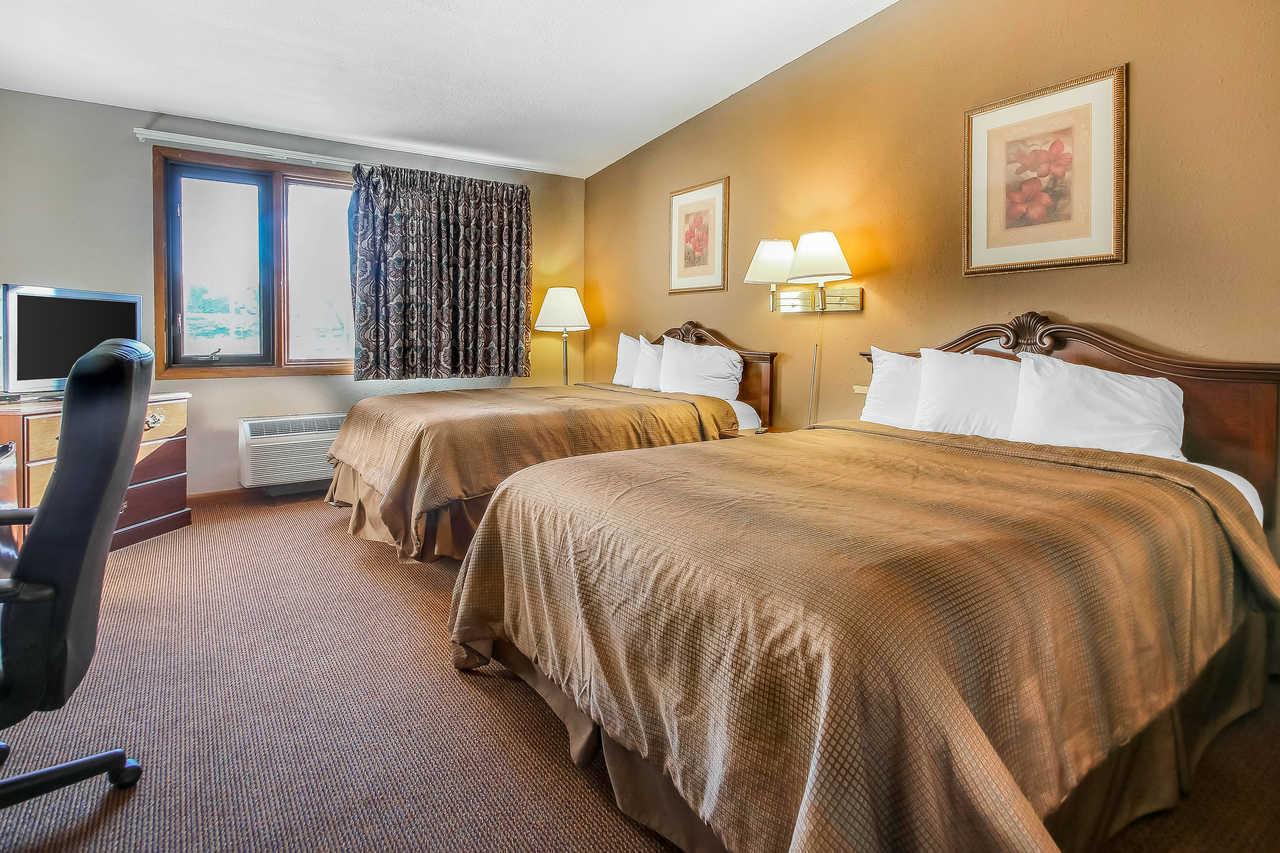 Quality Inn & Suites Beaver Dam - Queen No Smoking