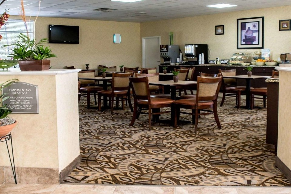 Quality Inn & Suites Ybor City - Breakfast Area-1