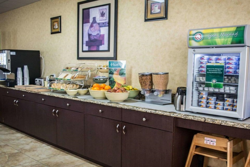 Quality Inn & Suites Ybor City - Breakfast Area-2