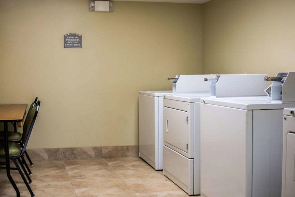 Quality Inn & Suites Ybor City - Laundry Area