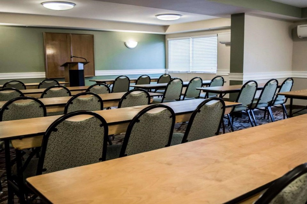 Quality Inn & Suites Ybor City - Meeting Area