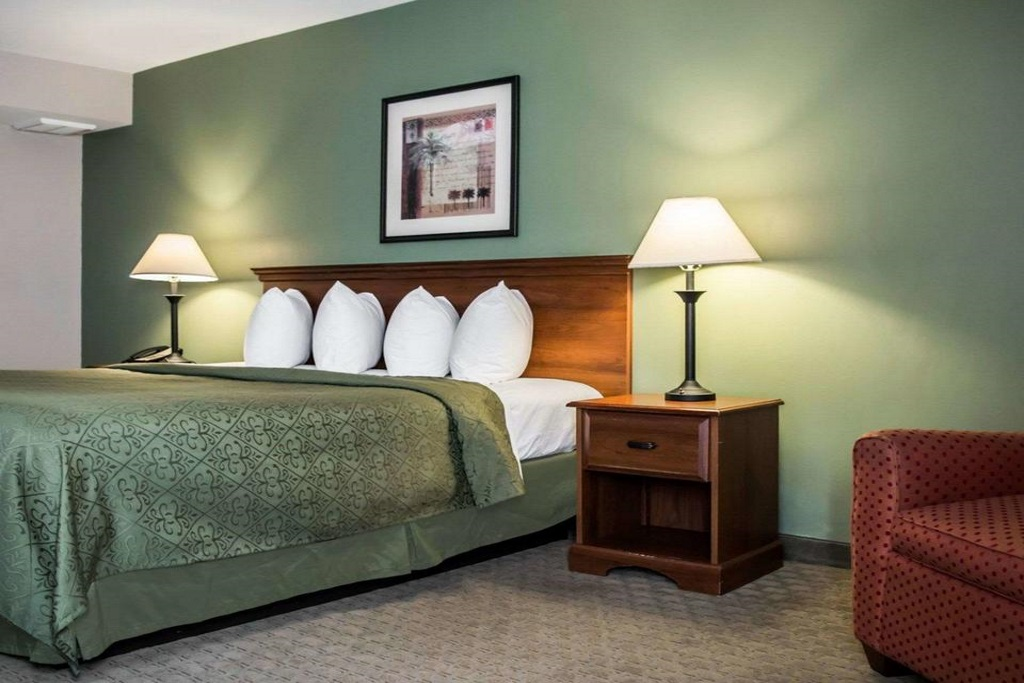 Quality Inn & Suites Ybor City - Standard Room-2