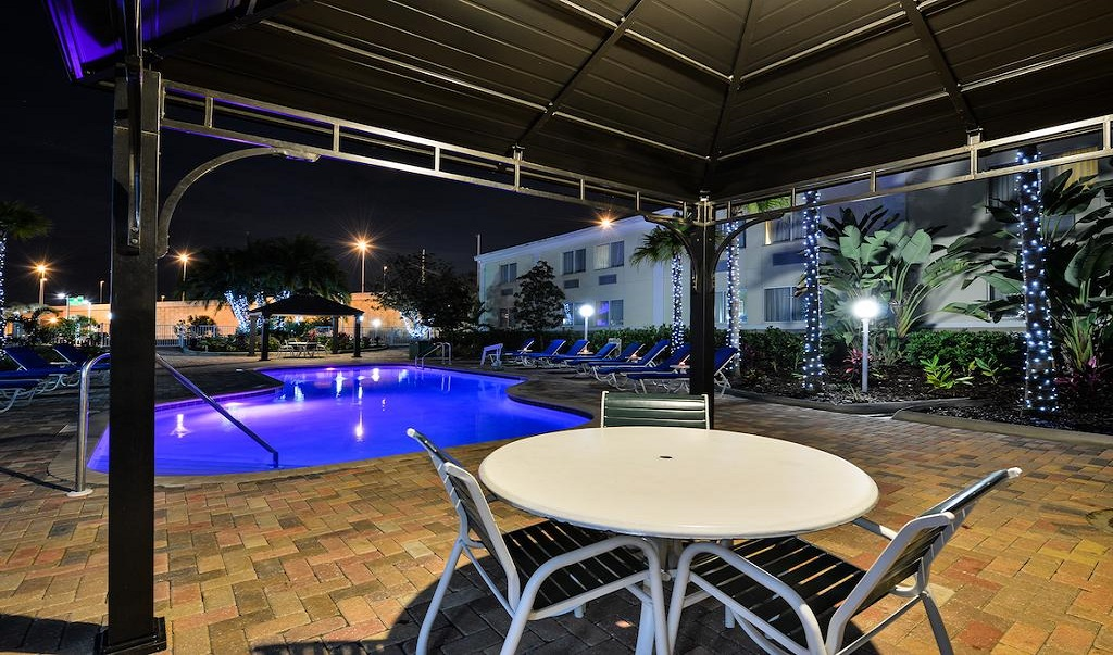 Quality Inn Ybor City - Pool-3