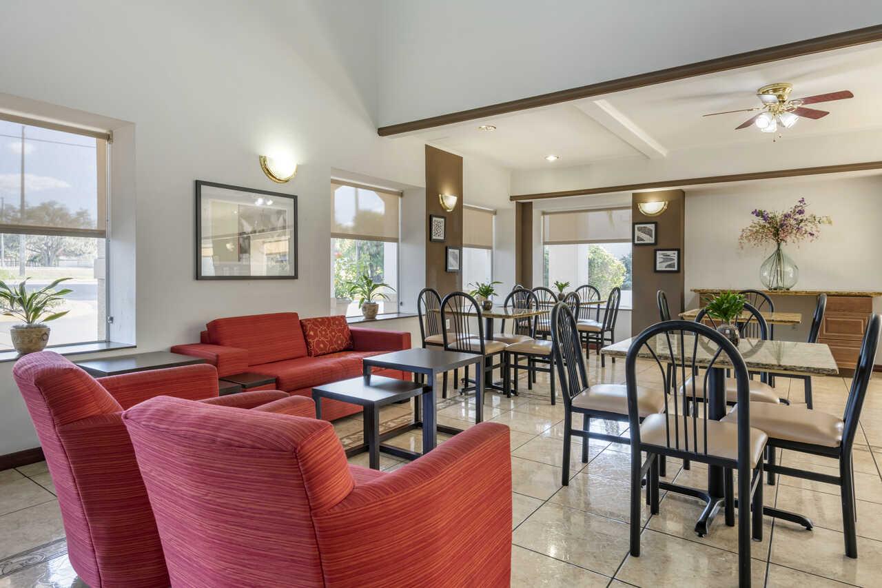 Quality Inn Zephyrhills - Lobby Area-2