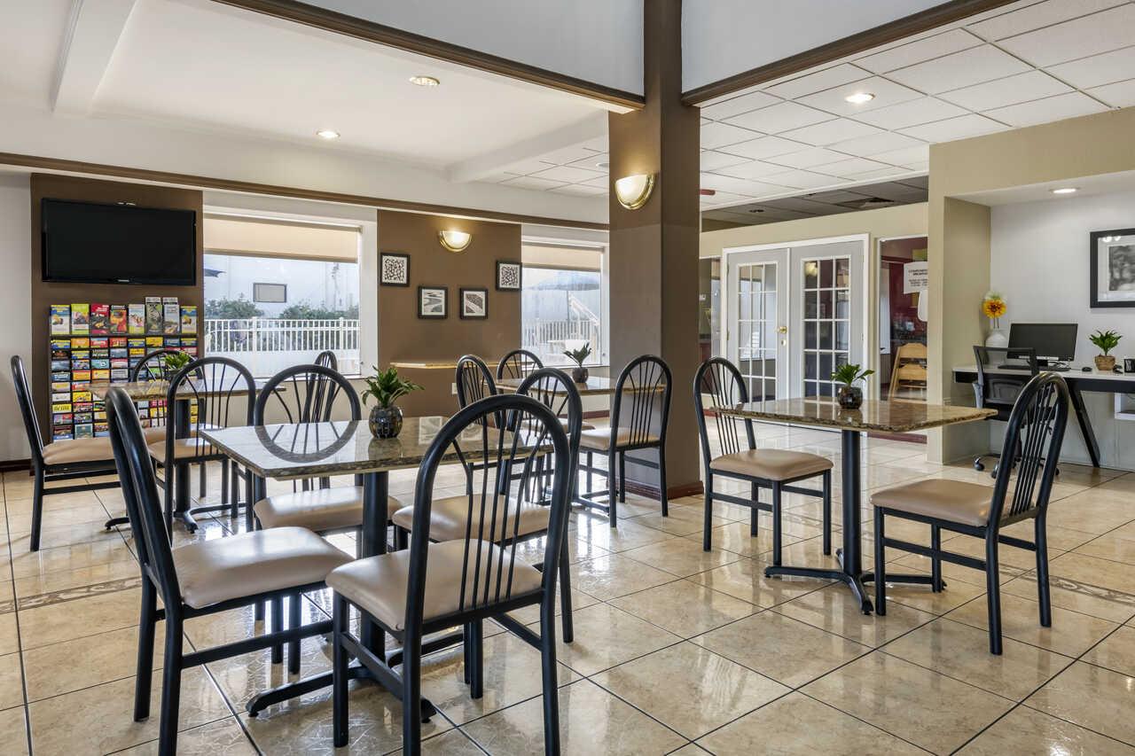 Quality Inn Zephyrhills - Dining Area
