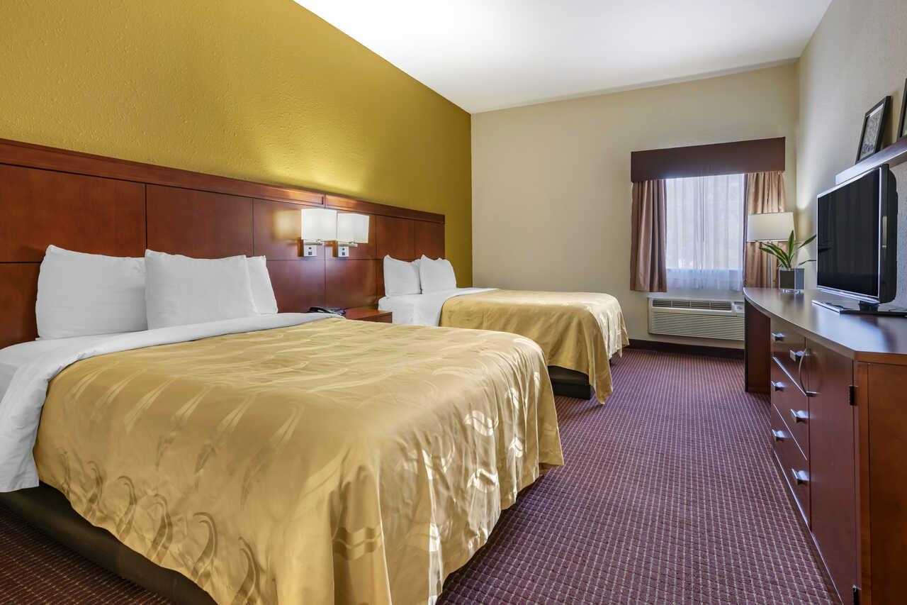 Quality Inn Zephyrhills - Double Beds Room-4