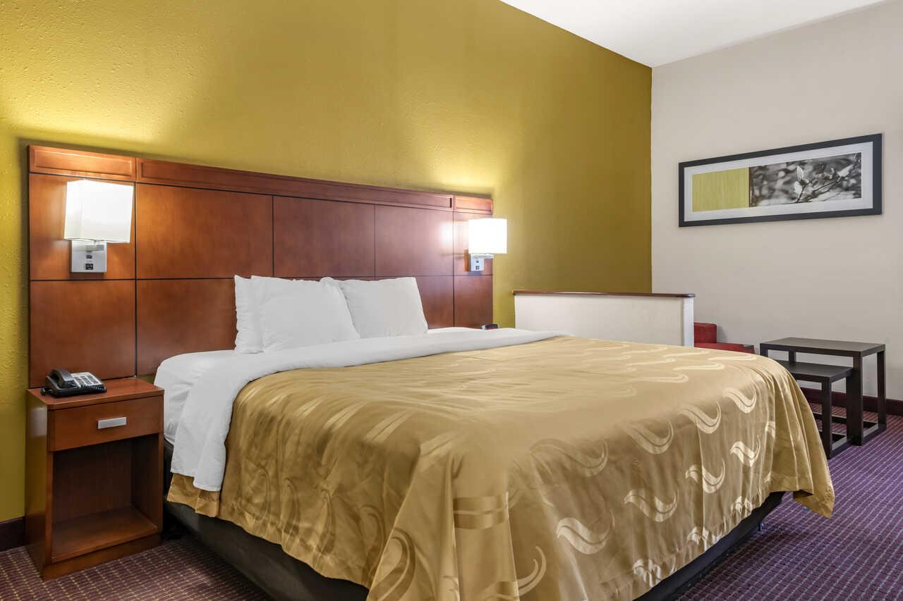 Quality Inn Zephyrhills - Single Bed Room-1