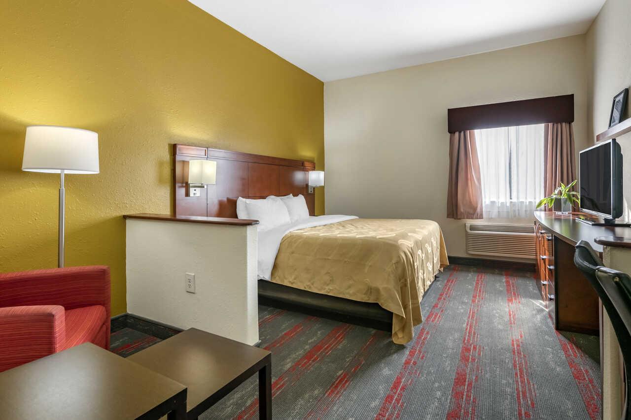 Quality Inn Zephyrhills - Single Bed Room-3