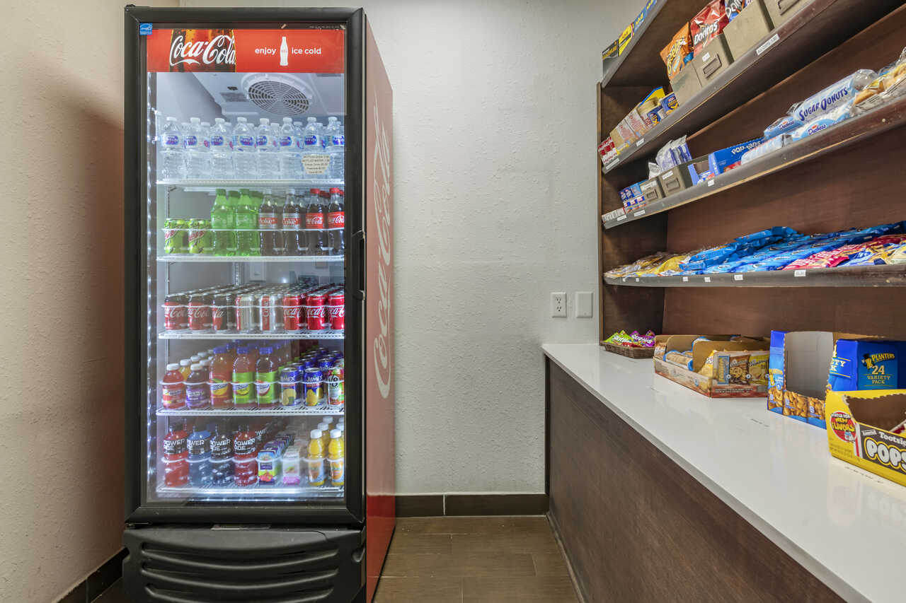 Quality Inn Zephyrhills - Vending Area