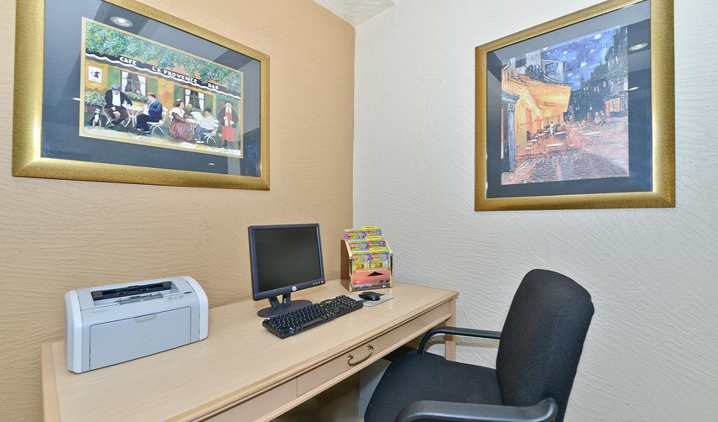 Quality Inn & Suites Brandon Tampa - Business Center