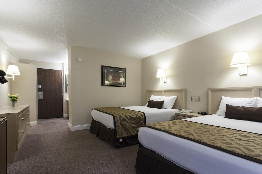 Reagan Resorts Inn - Double Beds-4