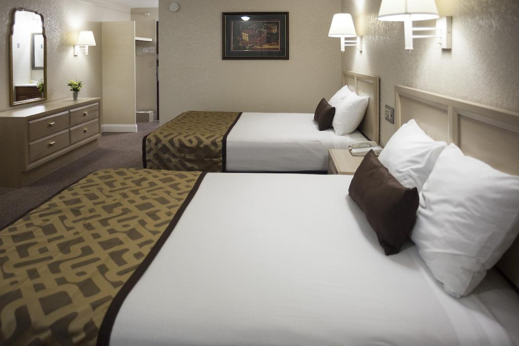 Reagan Resorts Inn - Double Beds-2