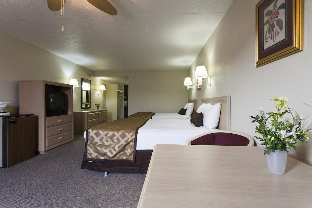 Reagan Resorts Inn - Double Beds-1