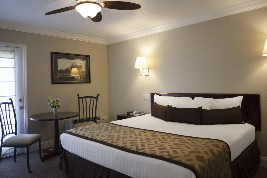 Reagan Resorts Inn - Single Bed-5