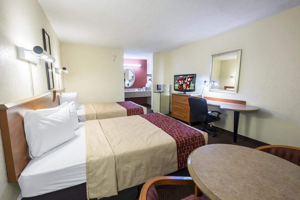 Red Roof Inn Clarksville - Double Beds-2