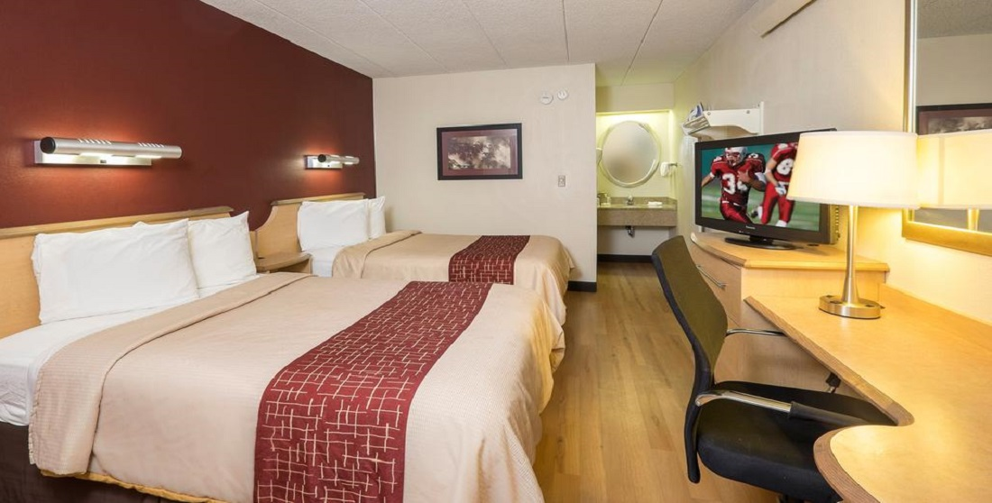 Red Roof Inn Tinton Falls- Double Beds-3