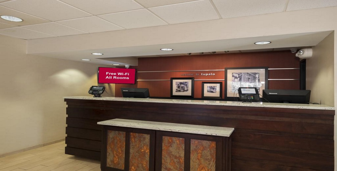 Red Roof Inn Tupelo - Front Desk