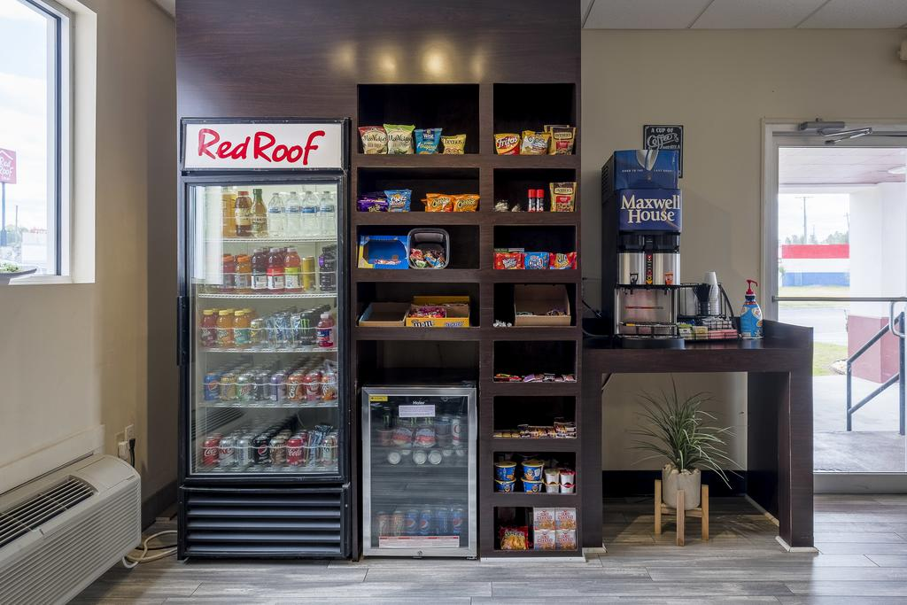 Red Roof Inn Walterboro - Vending Area
