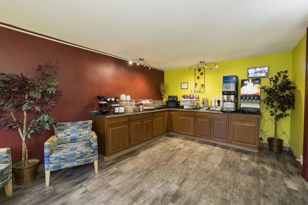 Red Roof Inn Walterboro - Breakfast ARea