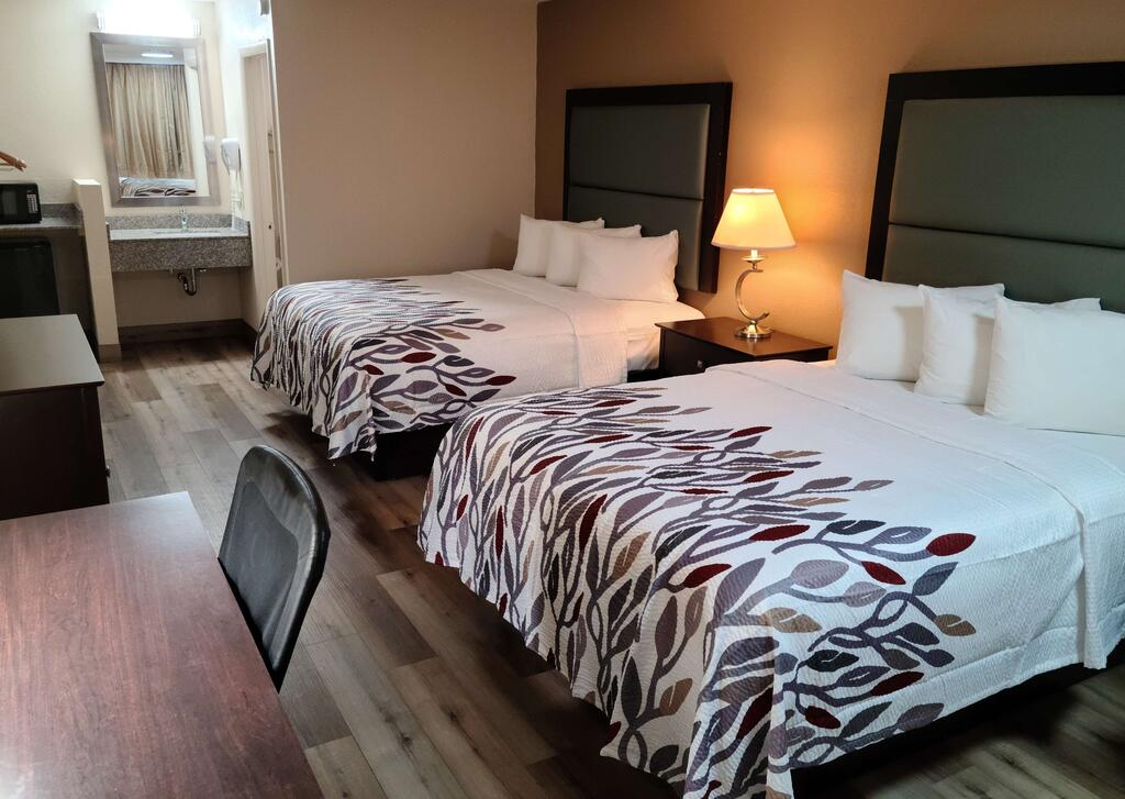 Red Roof Inn Staunton - Double Beds Room-2