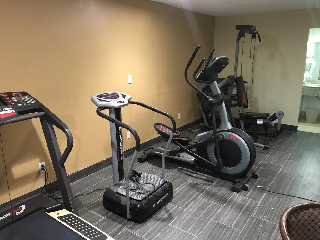 Regency Inn and Suites Rosenberg - Fitness Facility