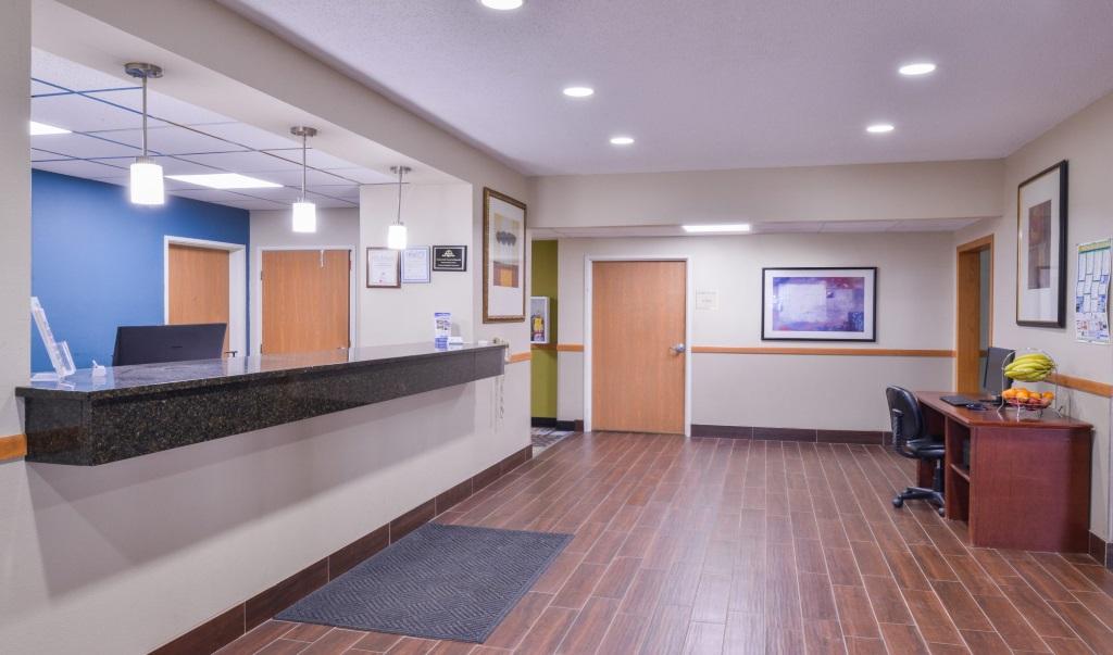 Regency-Inn-Geneseo-Front-Desk-2