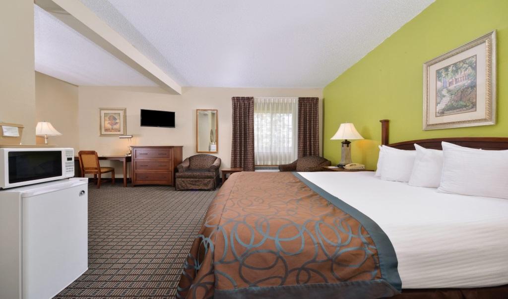Regency-Inn-Geneseo-Guest-Single-Bed-Room-2