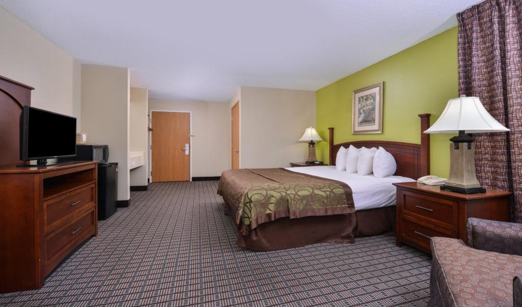 Regency-Inn-Geneseo-Guest-Single-Bed-Room-8