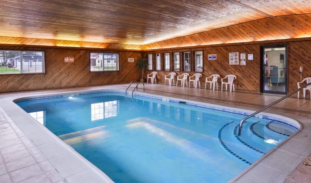 Regency-Inn-Geneseo-Indoor-Pool-1