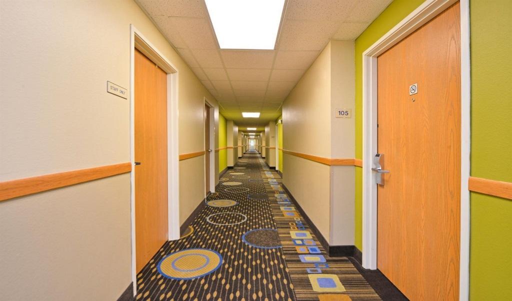 Regency-Inn-Geneseo-Room-Lobby