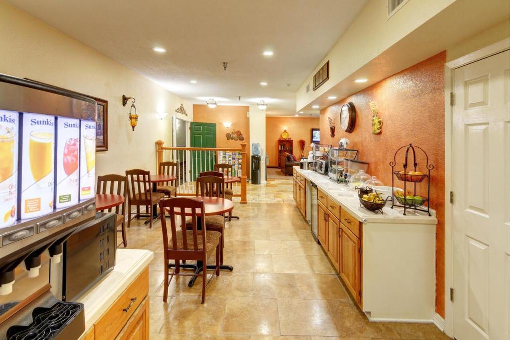Regency Inn & Suites Biloxi - Breakfast Area-1