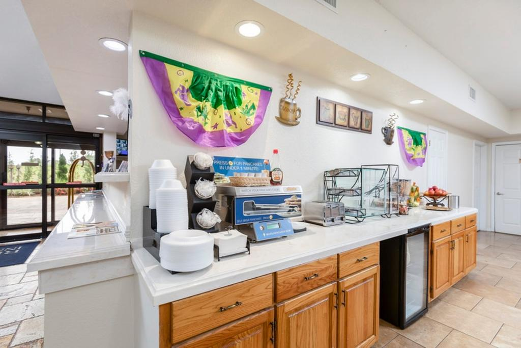 Regency Inn & Suites Biloxi - Breakfast Area-2