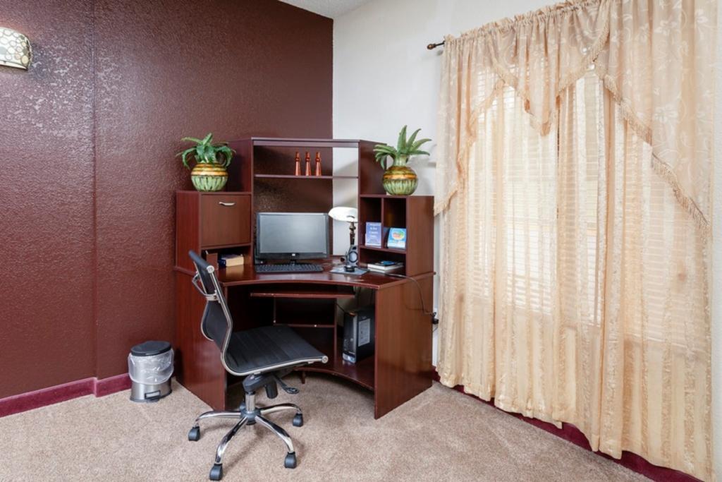 Regency Inn & Suites Biloxi - Business Center