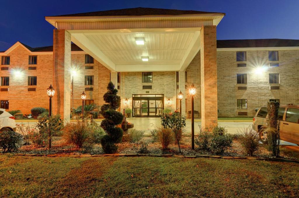 Regency Inn & Suites Biloxi - Exterior-5