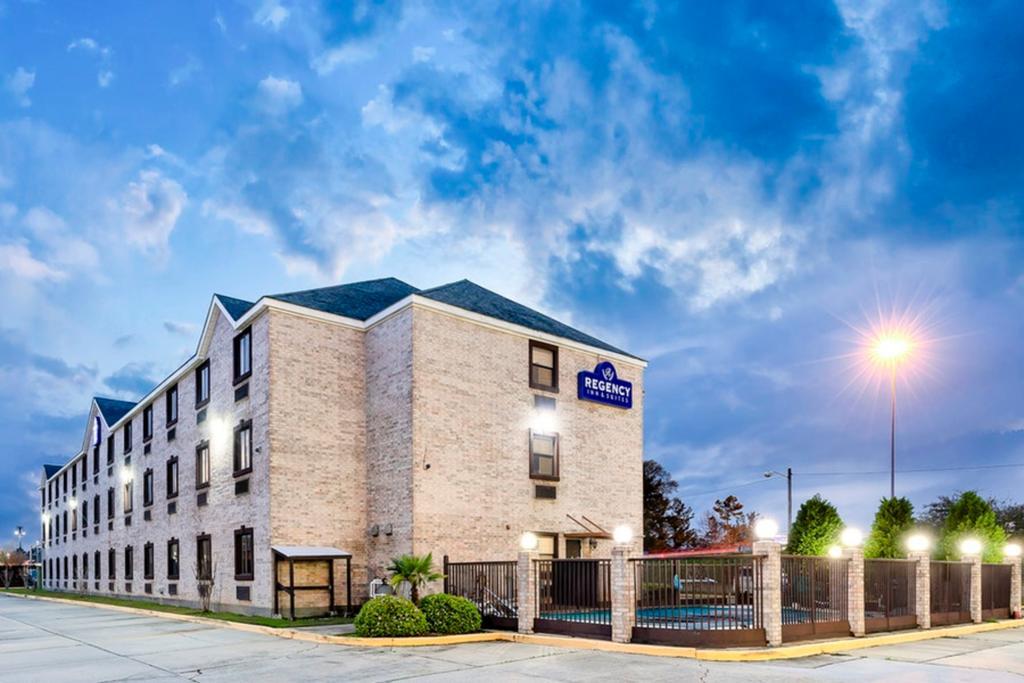 Regency Inn & Suites Biloxi - Exterior-3