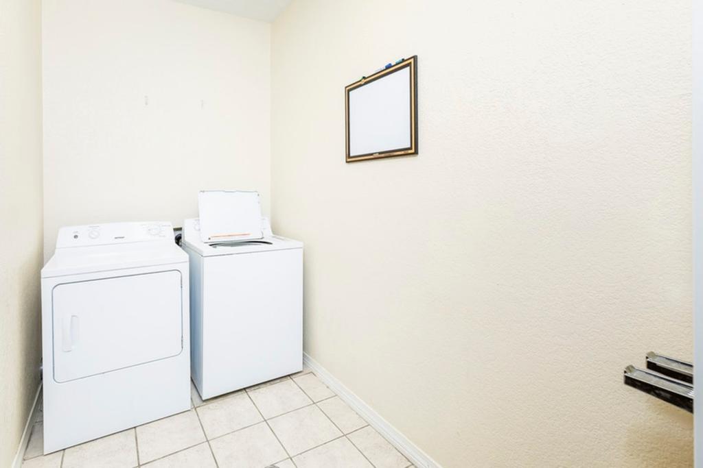 Regency Inn & Suites Biloxi - Laundry Area