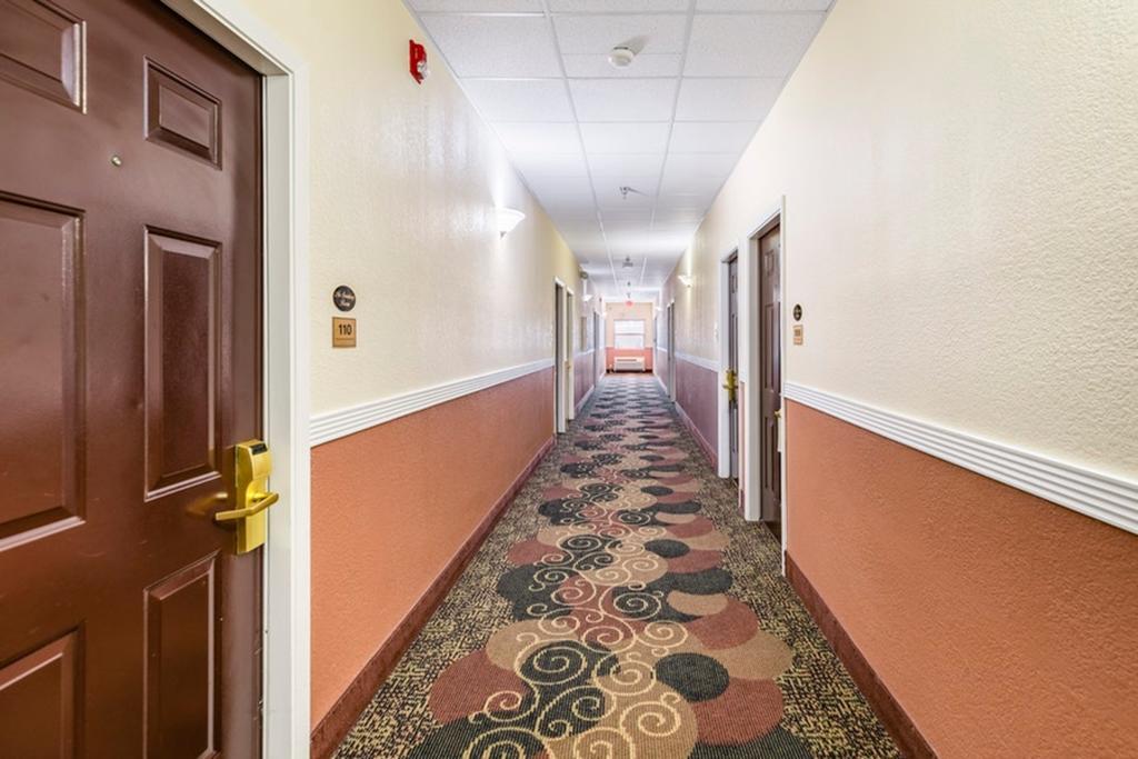 Regency Inn & Suites Biloxi - Rooms' Lobby