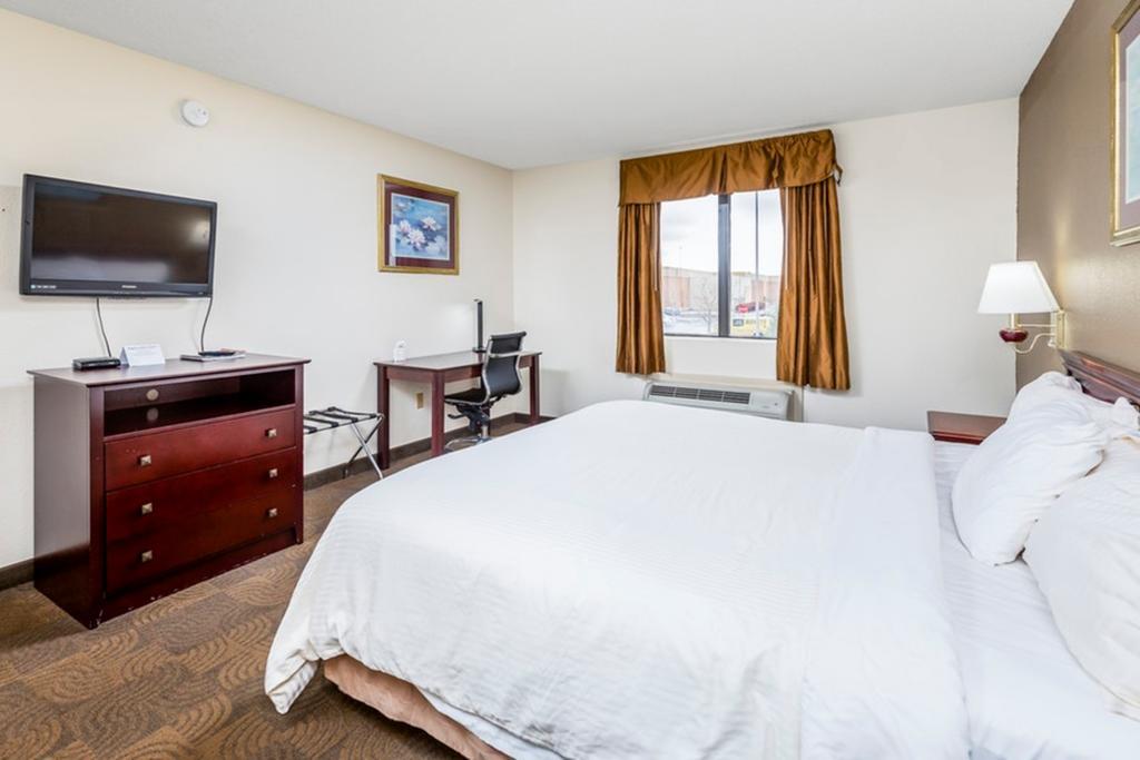 Regency Inn & Suites Biloxi - King Bed Room-2