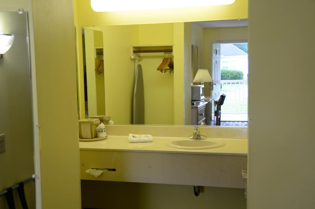 Richland Inn Lewisburg - Room Bathroom