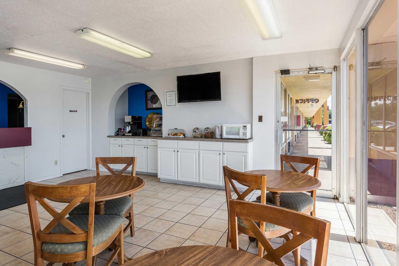 Rodeway Inn Denmark - Breakfast Area-4