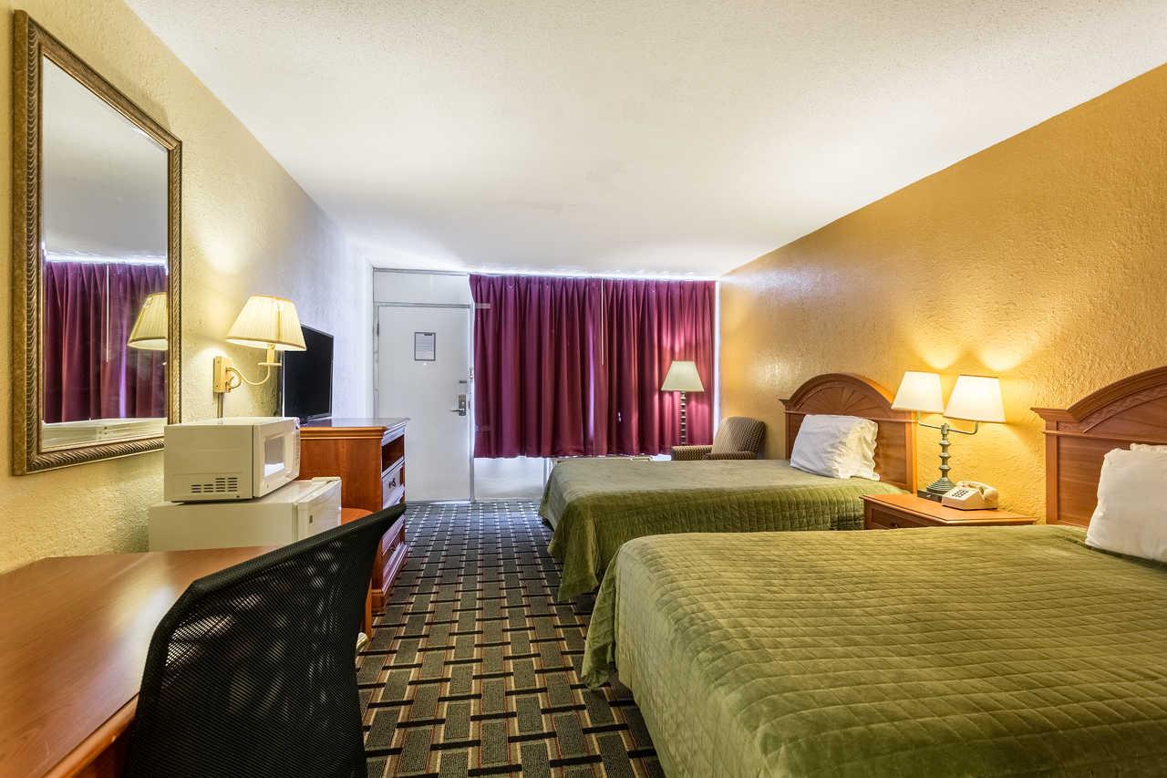 Rodeway Inn Denmark - Double Beds-1