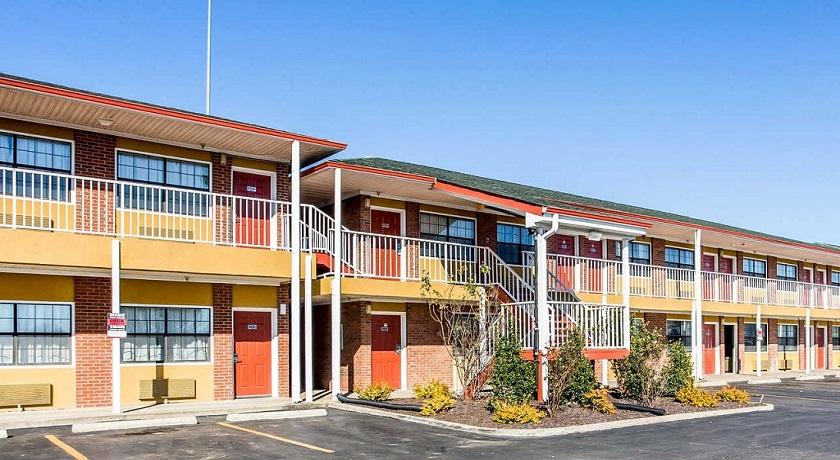 Rodeway Inn & Suites Smyrna - Parking Area